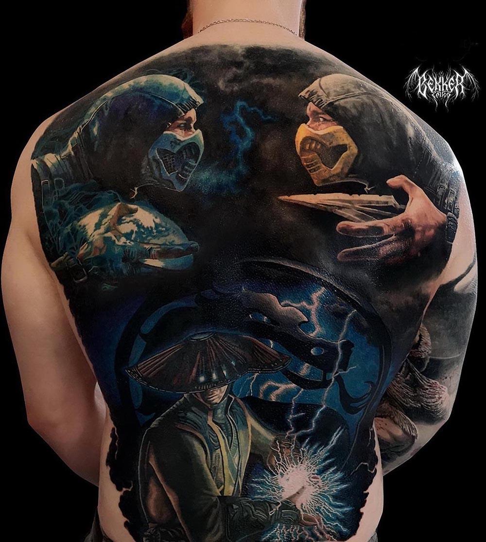 Tattoo von zwei Männern mit Waffen und Maske
