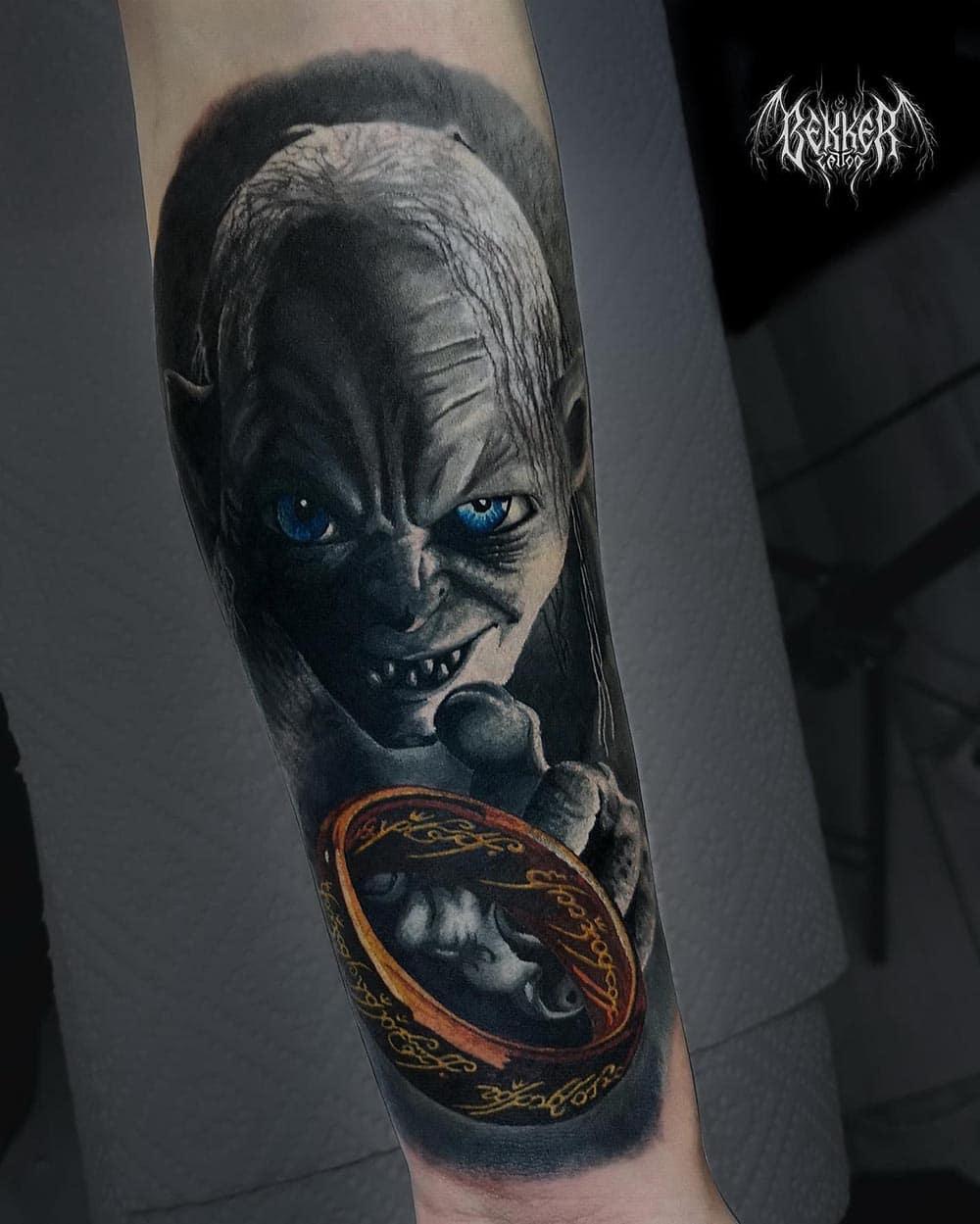 ein Gollum Tattoo mit einem Ring