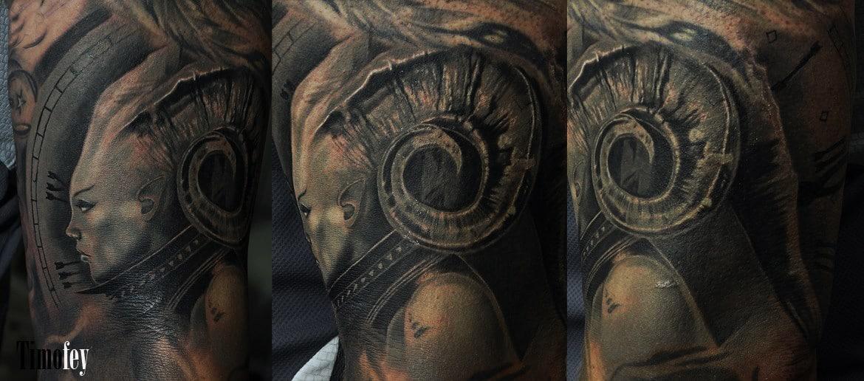 Frau mit Hörnern Tattoo