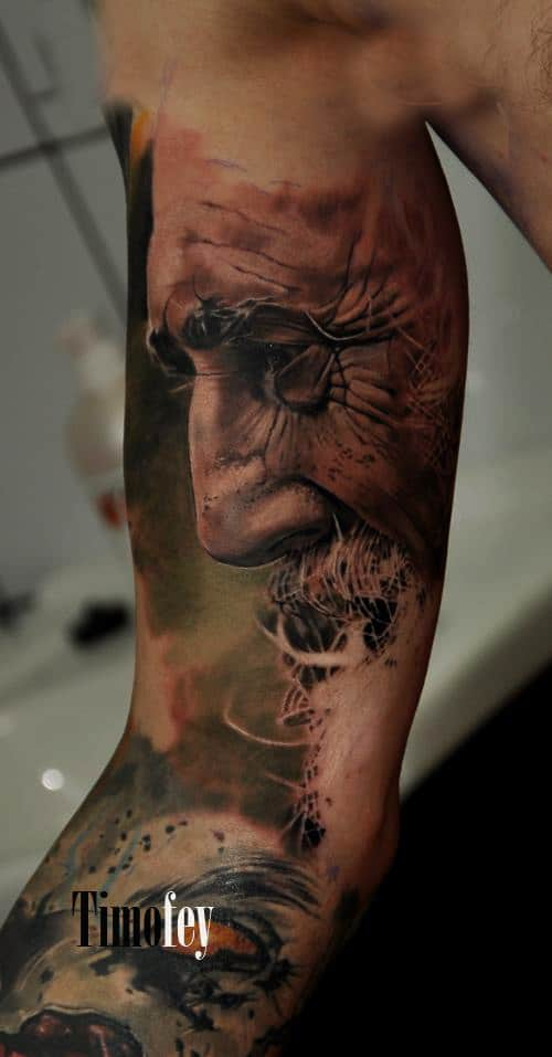 Seitliches Gesicht eines Mannes Tattoo