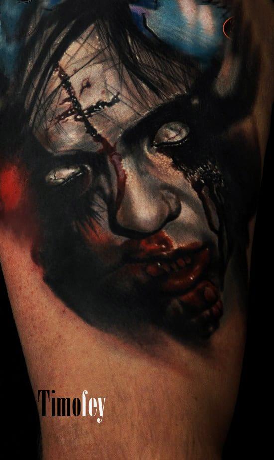 Dämonisches Gesicht mit Blut Tattoo