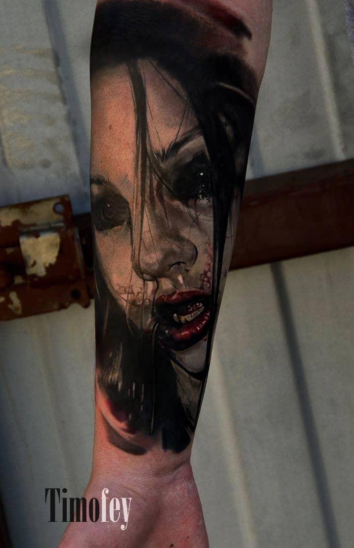 Gruseliges Gesicht einer Frau Tattoo