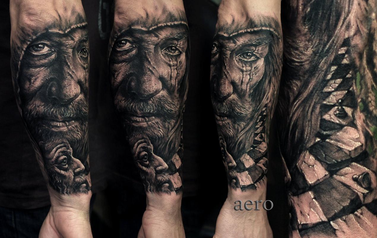 Tattoo von Gesicht mit langen Bart und Ader unter dem Auge