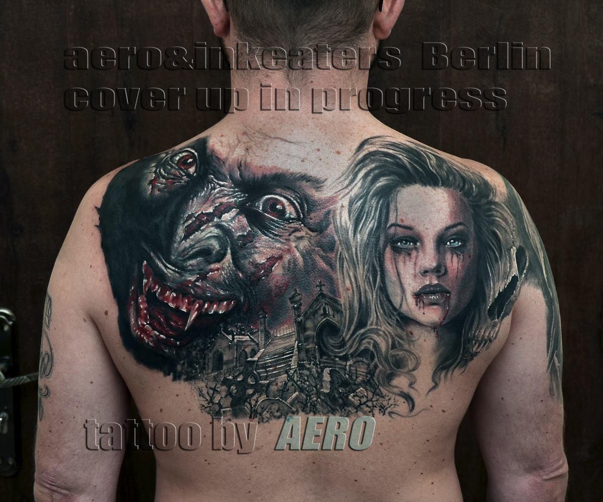 Tattoo von einem Vampirgesicht und einem weiblichen Gesicht auf dem Rücken