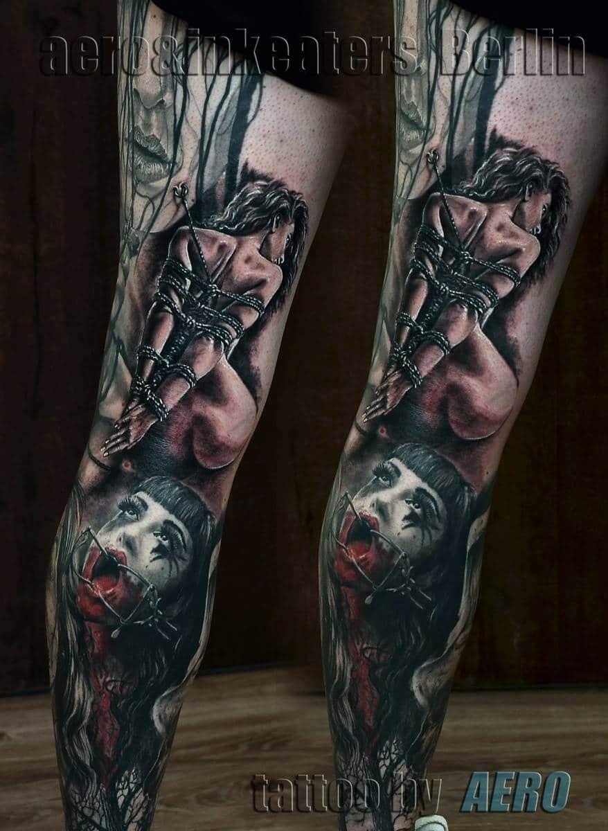 Tattoo von gefesselter Frau und einem gruseligen Gesicht auf dem Bein