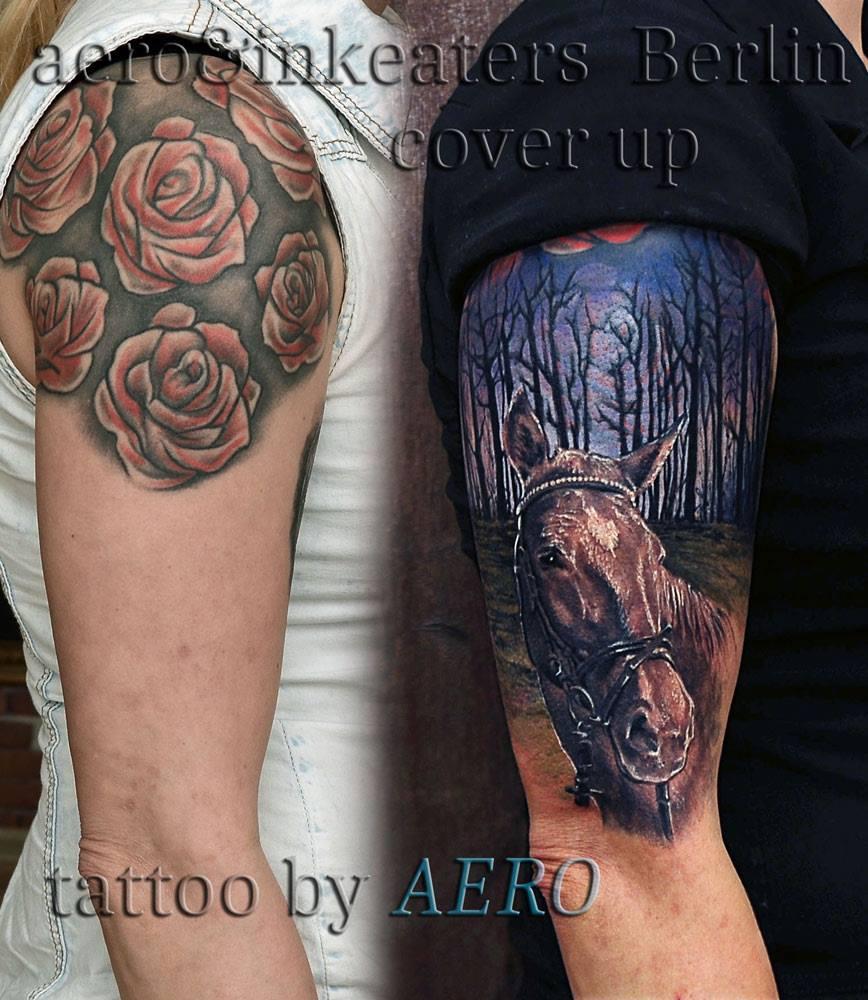 Cover-Up Tattoo mit einem Pferd, das in einem Wald steht