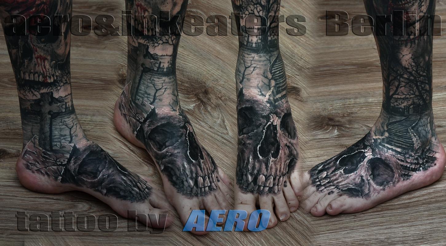 Tattoo von einem Totenkopf auf dem Fuß