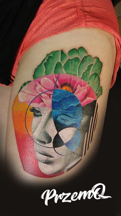 Gesicht einer Frau mit verschiedenen Muster und Farben Tattoo