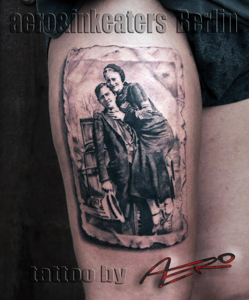 Tattoo von einem alten Foto auf dem Oberschenkel.