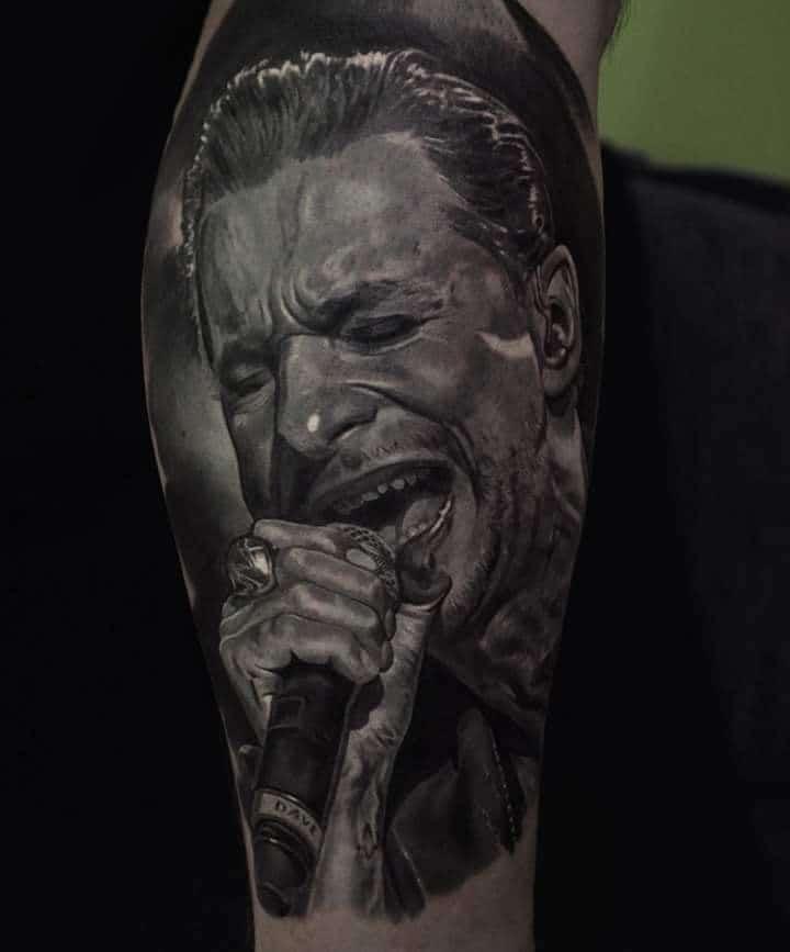 Mann der Singt Tattoo