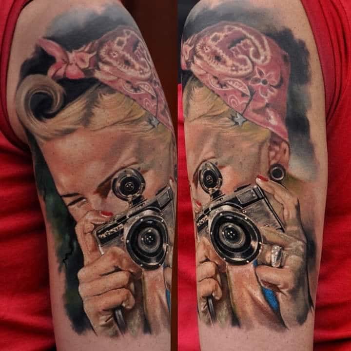 Frau die ein Foto Schießt Tattoo