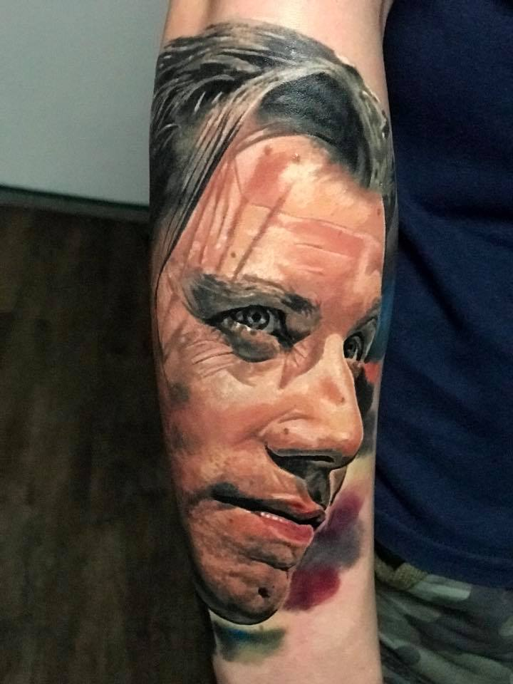 Gesichts Tattoo von einem Mann