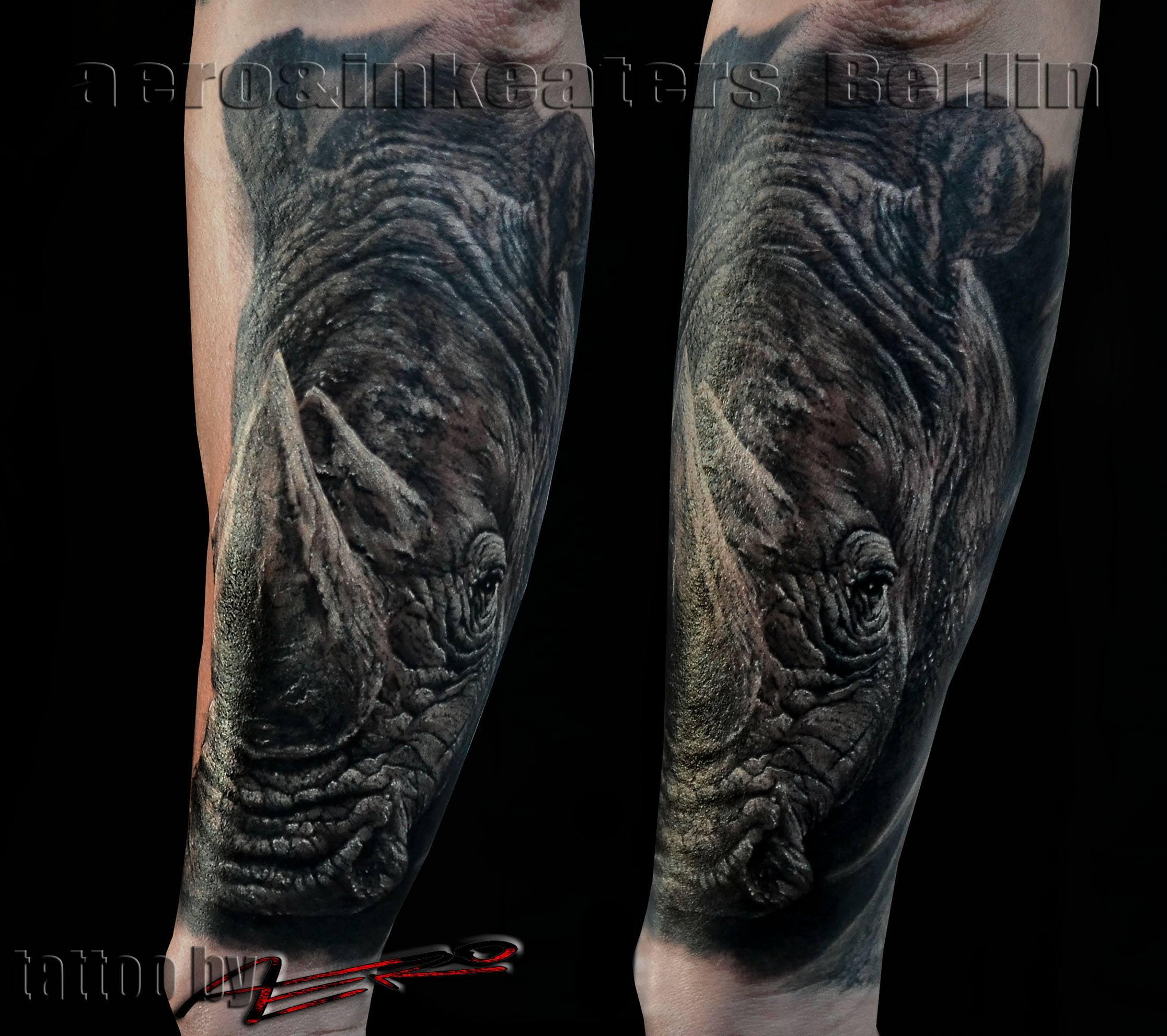 Tattoo von einem Nashorn auf dem Unterarm