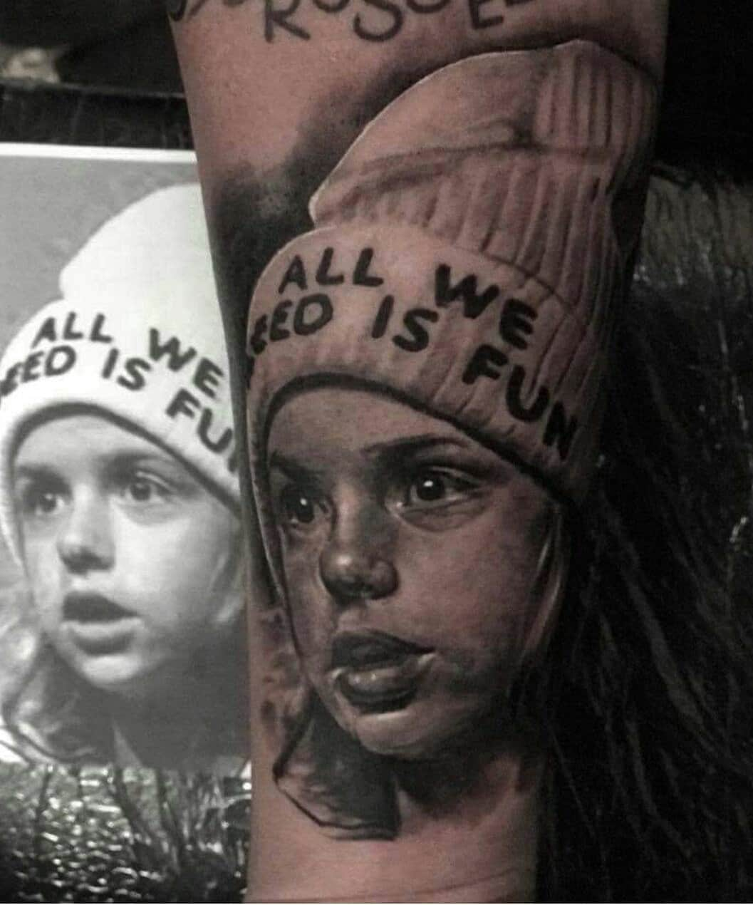 Bild Tattoo von einem kleinen Mädchen mit einer Mütze