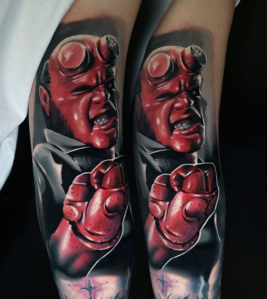 Hellboy Tattoo auf dem Unterarm