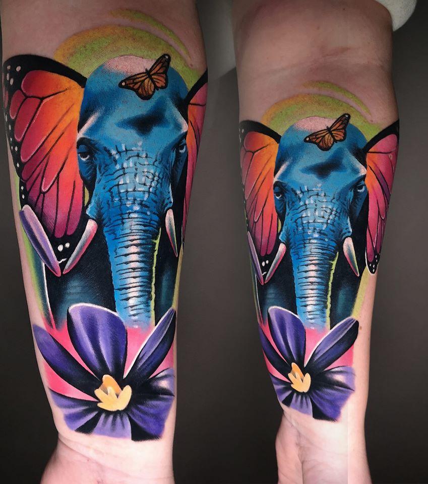 Tattoo mit einem Elephantine und einer Blume