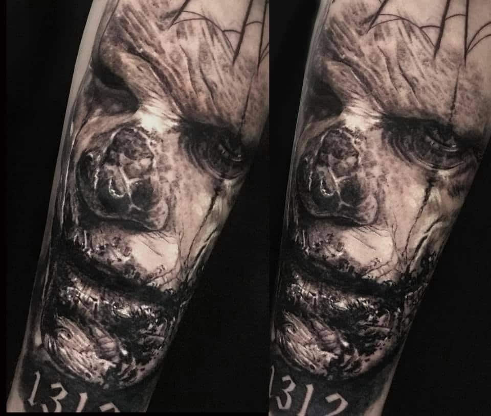 gruseliges Gesicht mi der Zahl 1312 Tattoo