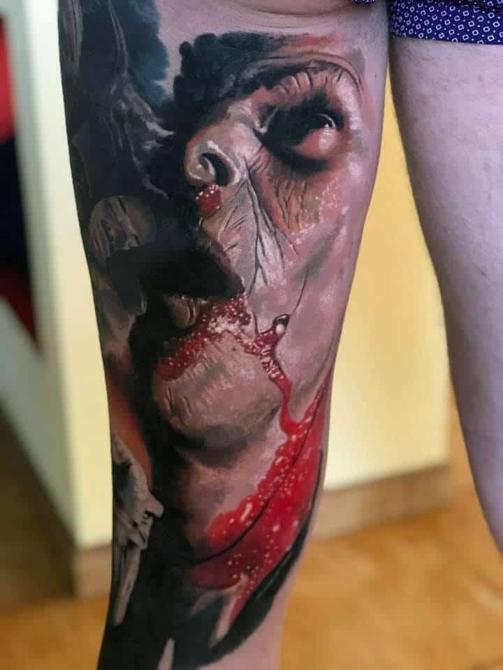 Tattoo von einem Mann der aus dem Mund Blutet Tattoo
