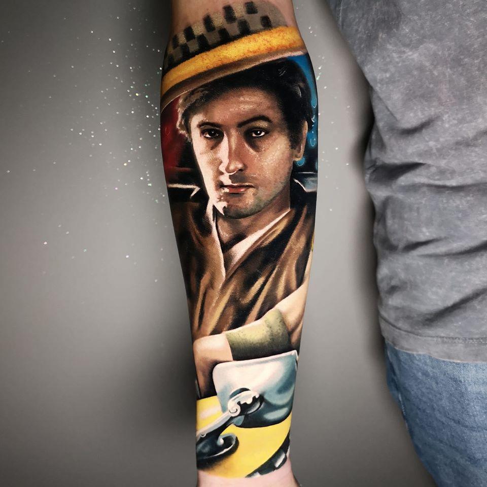 Mann in einem Taxi Tattoo
