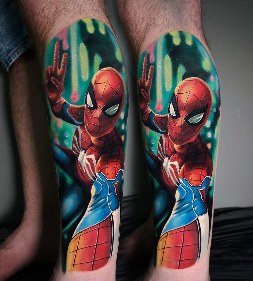 Spiderman Tattoo der Peace zeigt