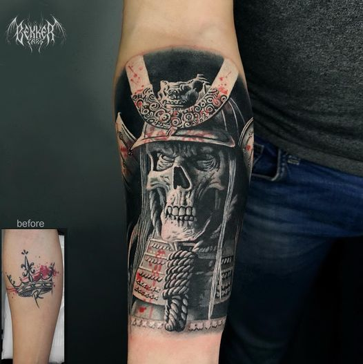 Totenkopftattoo auf dem Arm