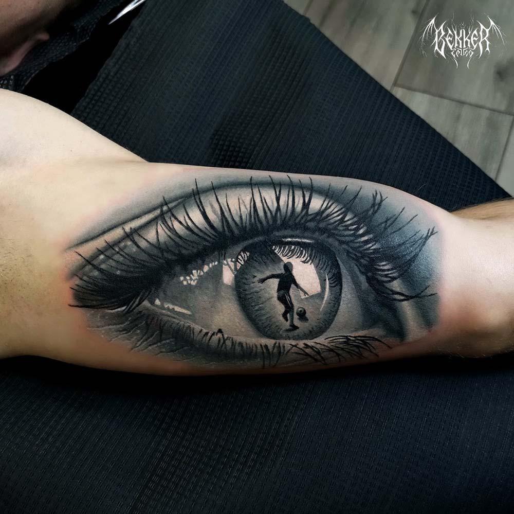 Tattoo mit einem Auge innendrin ist ein Kind