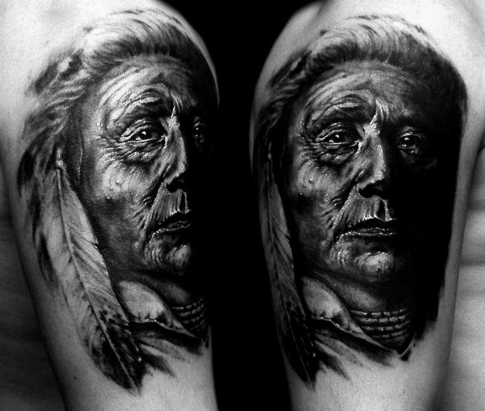ein alter Indianer Mann Tattoo